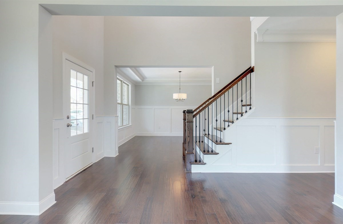 Tara quick move-in Foyer with stairs