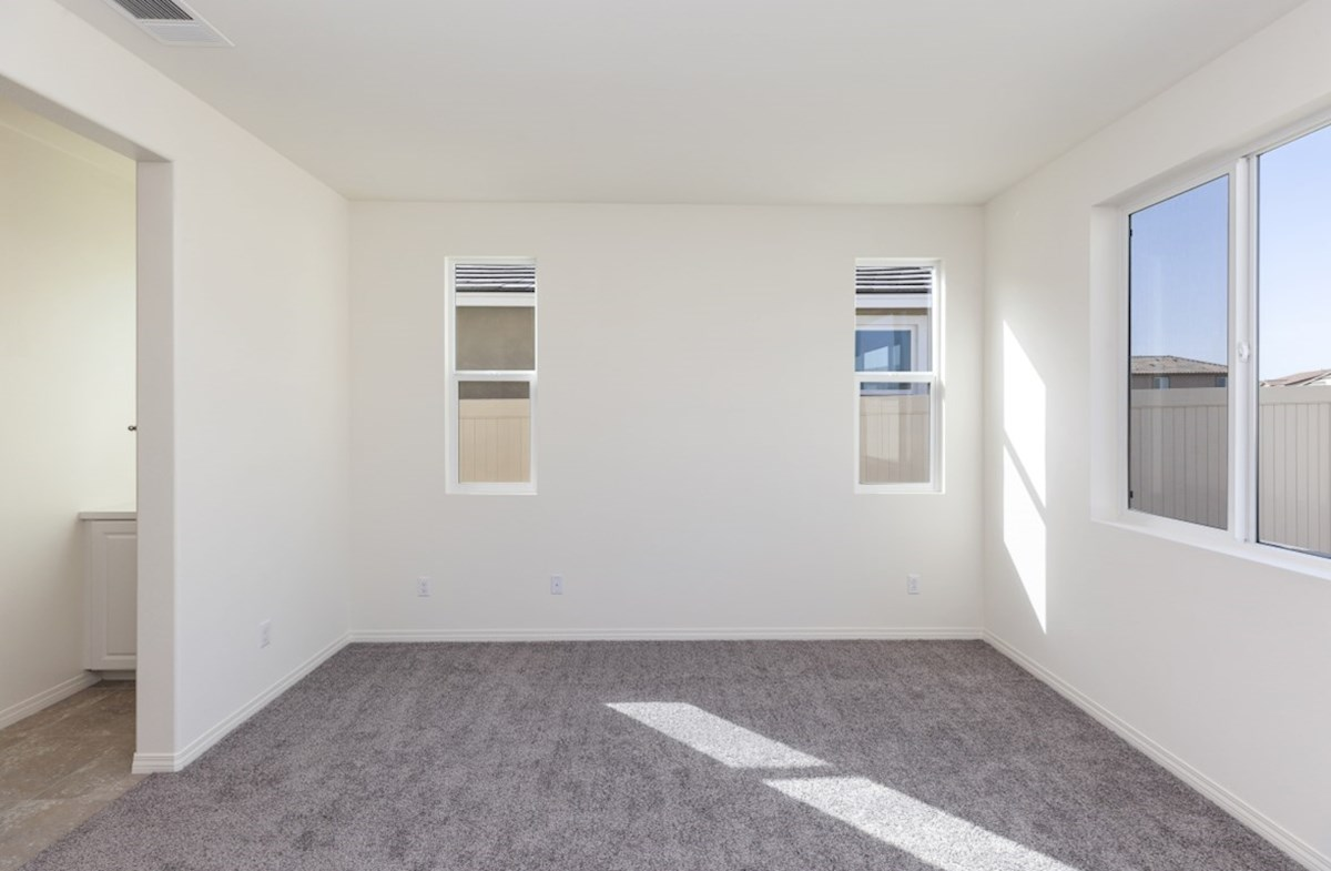 Iris quick move-in Iris master bedroom