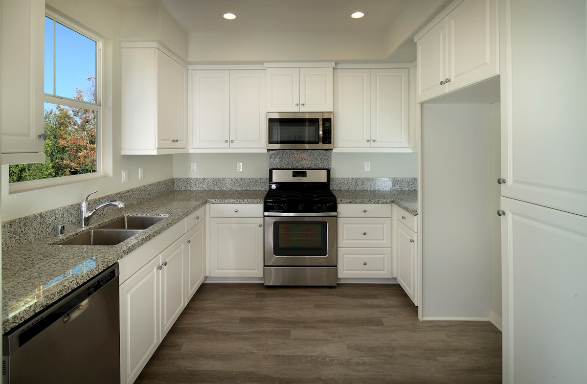 Bayside Landing Heron meal prep with granite counters in kitchen