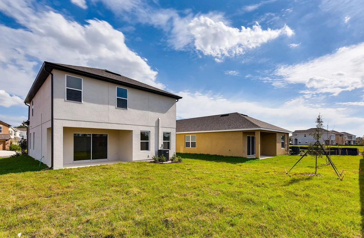 Cypress Pointe quick move-in Spacious backyard with covered lanai