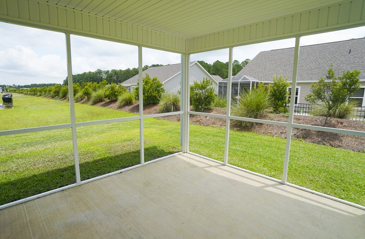 Savannah quick move-in large screened porch