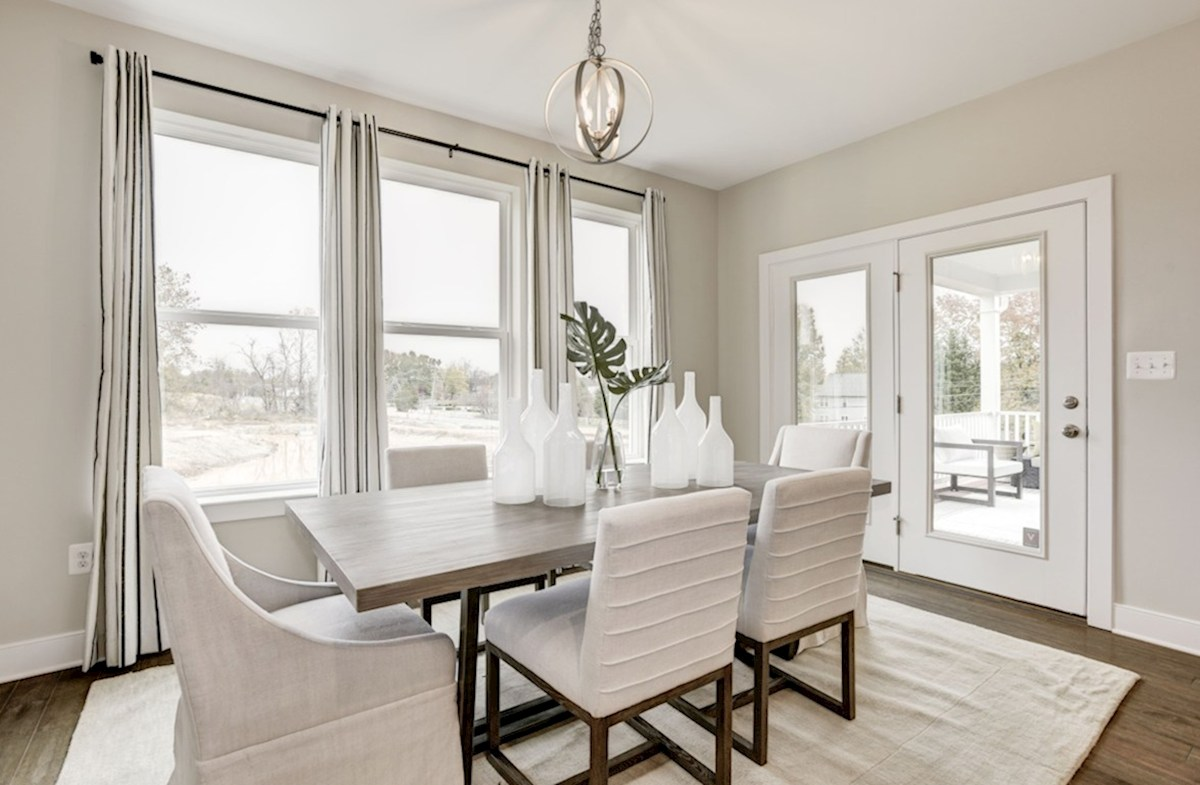 Oxford quick move-in casual dining room