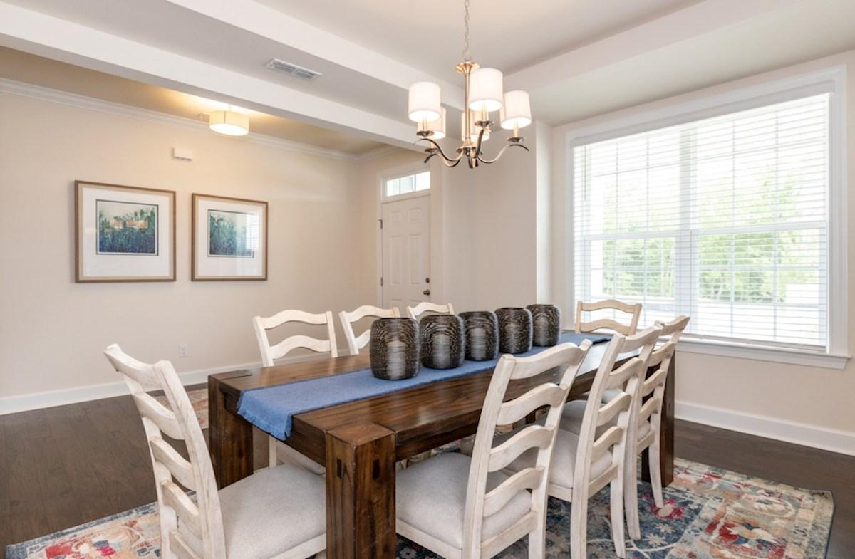 Bridgeport Suzanne Suzanne dining room