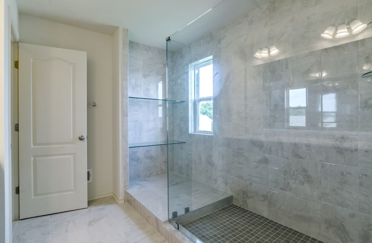 Notting Hill quick move-in spacious sport shower