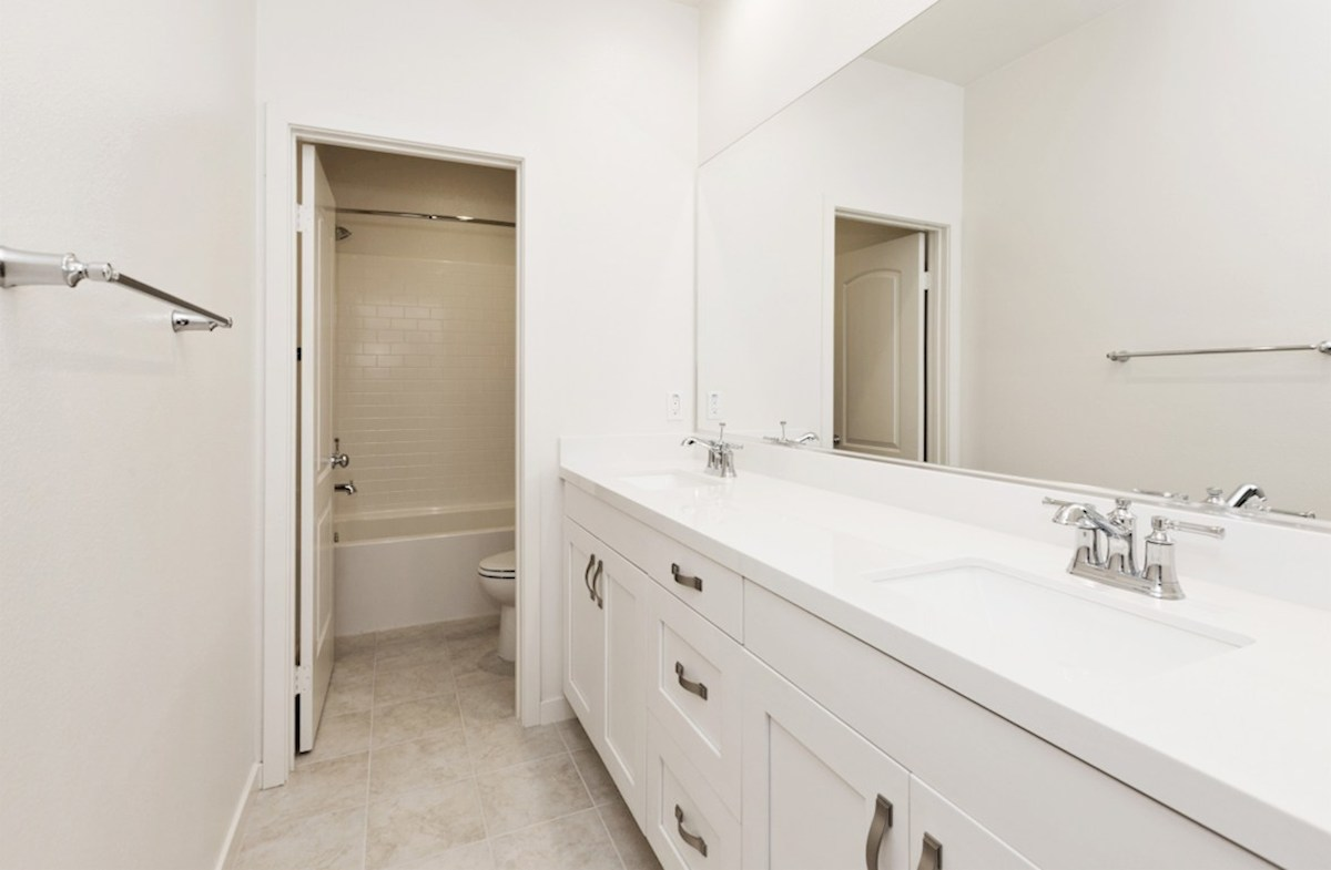 Peony quick move-in upstairs secondary bathroom