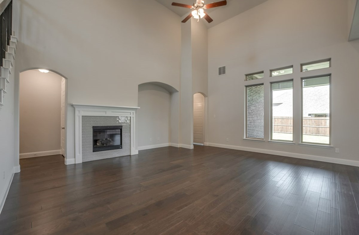 Kerrville quick move-in open great room with fireplace and wood floors