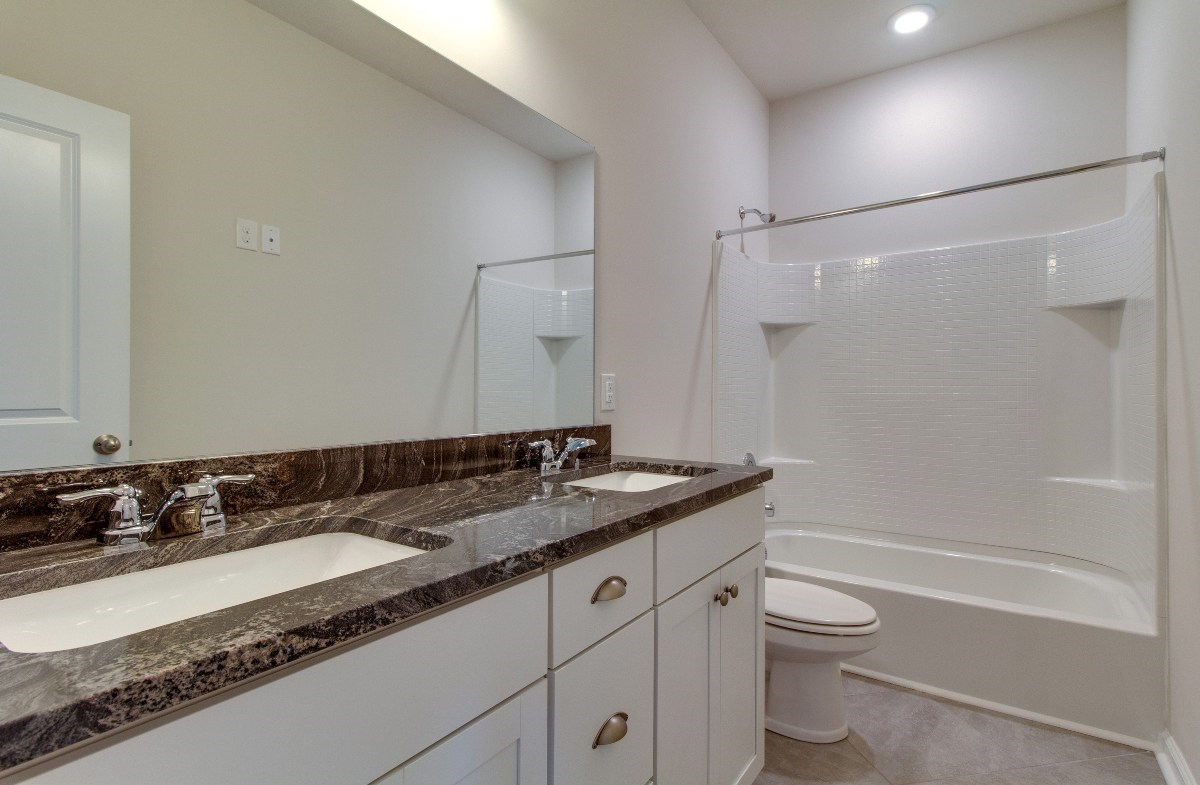 Madison quick move-in convenient secondary bathroom