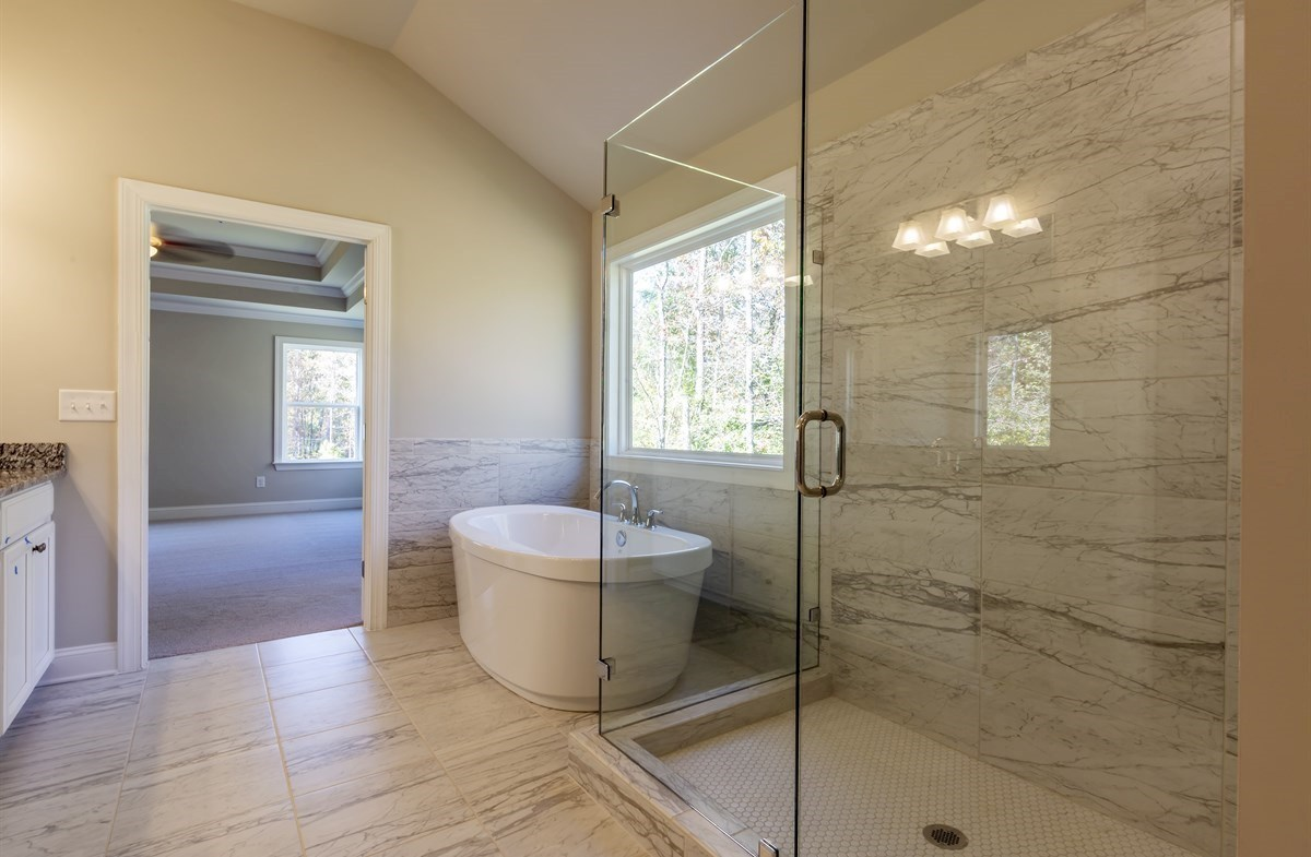 Brentwood quick move-in Master Bath with soaker tub