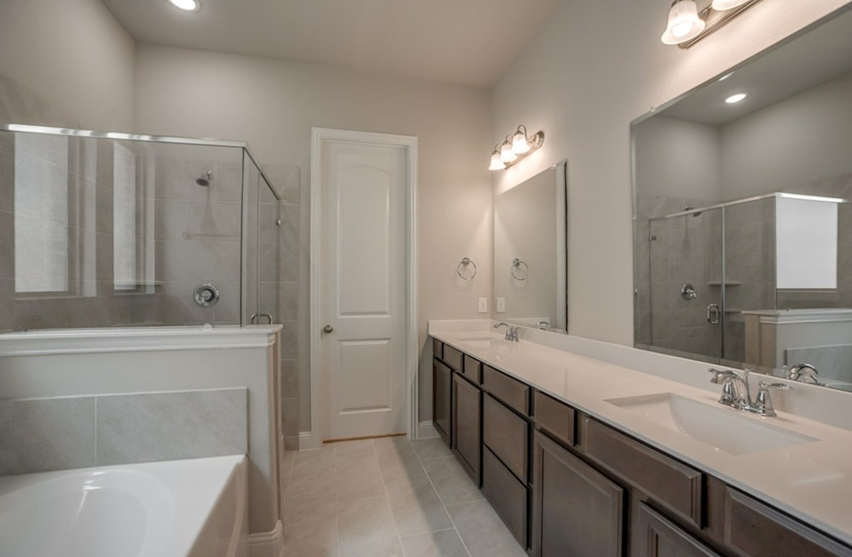 Brenham quick move-in master bathroom with large soaking tub and shower
