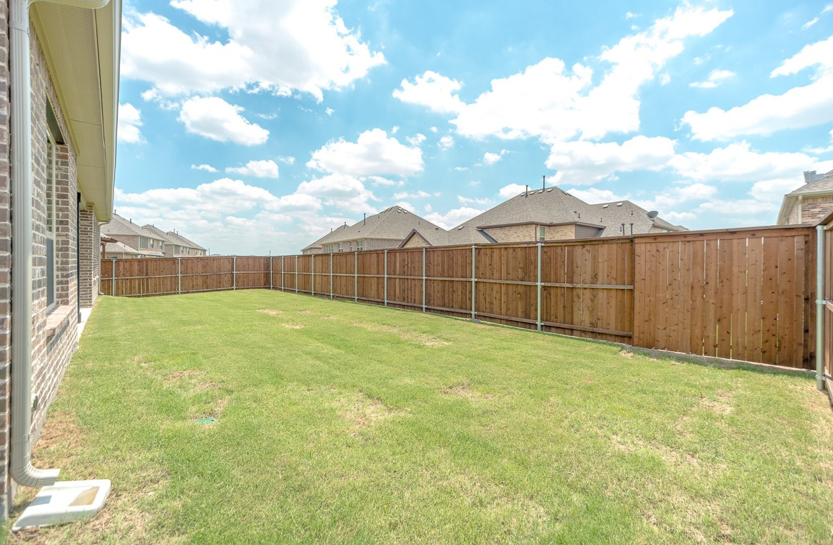 Trinity FCL quick move-in spacious backyard