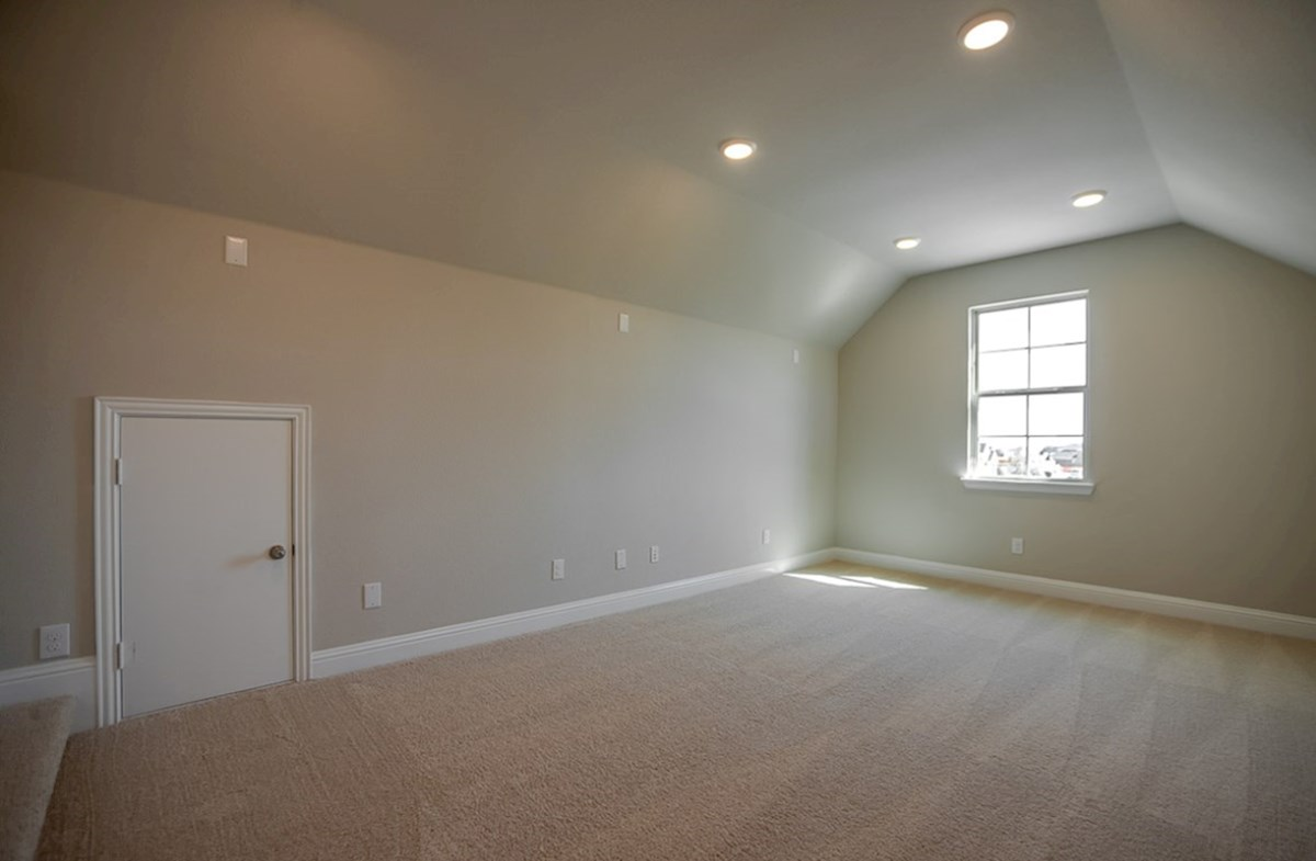 Brookhaven quick move-in large media room with carpet
