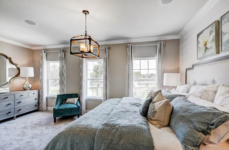dormitorio principal luz-llenado en el segundo nivel