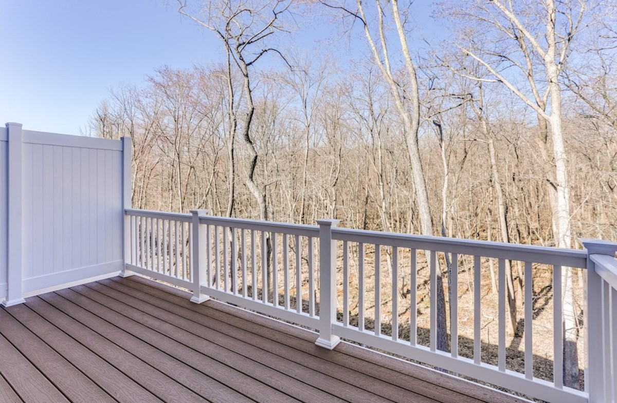 Potomac quick move-in Potomac back deck overlooks the woods