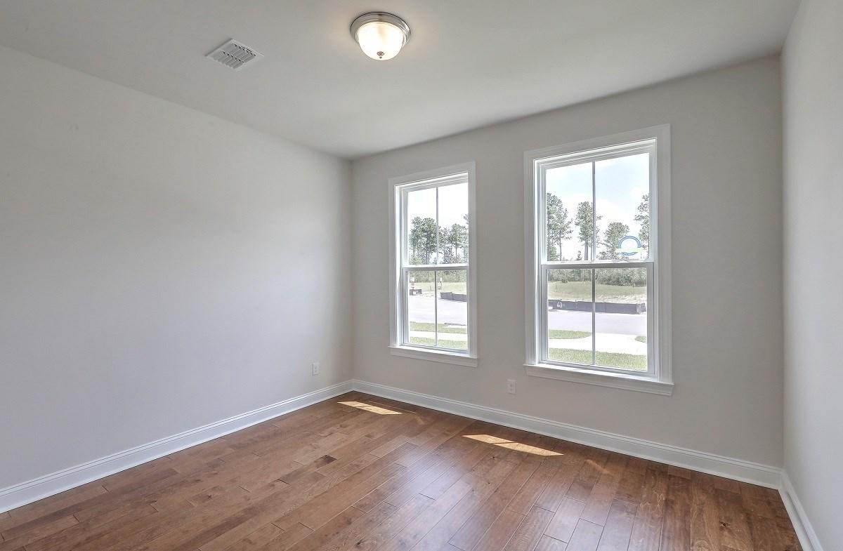 Sycamore quick move-in cozy secondary bedroom