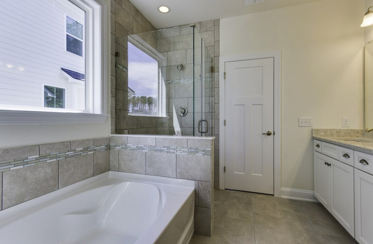 St. Thomas Preserve Oakcrest luxurious master bathroom