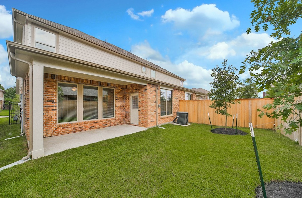 Juniper quick move-in lush backyard with covered patio