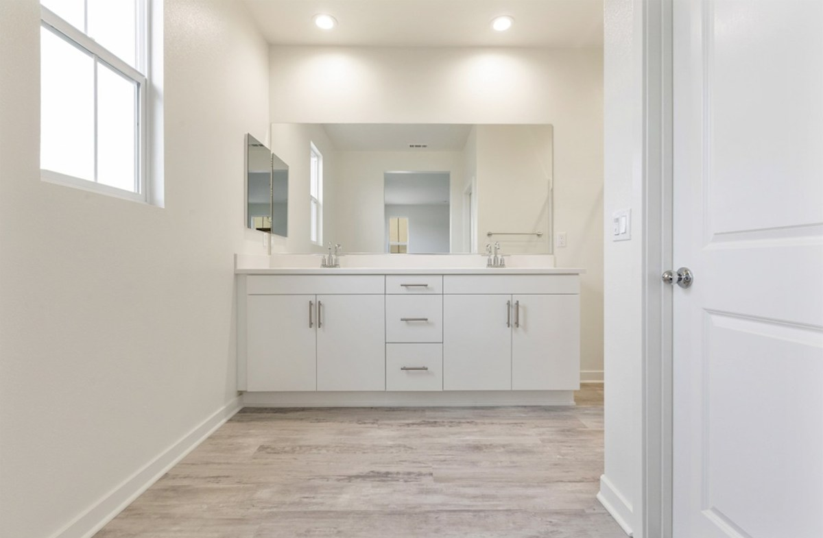 Pinyon quick move-in Bright master bathroom