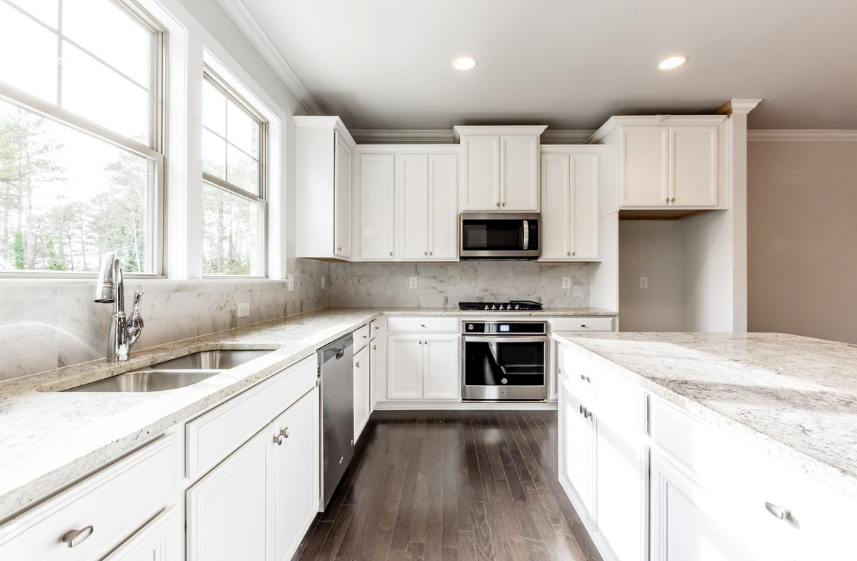 Piedmont quick move-in Kitchen with granite countertops
