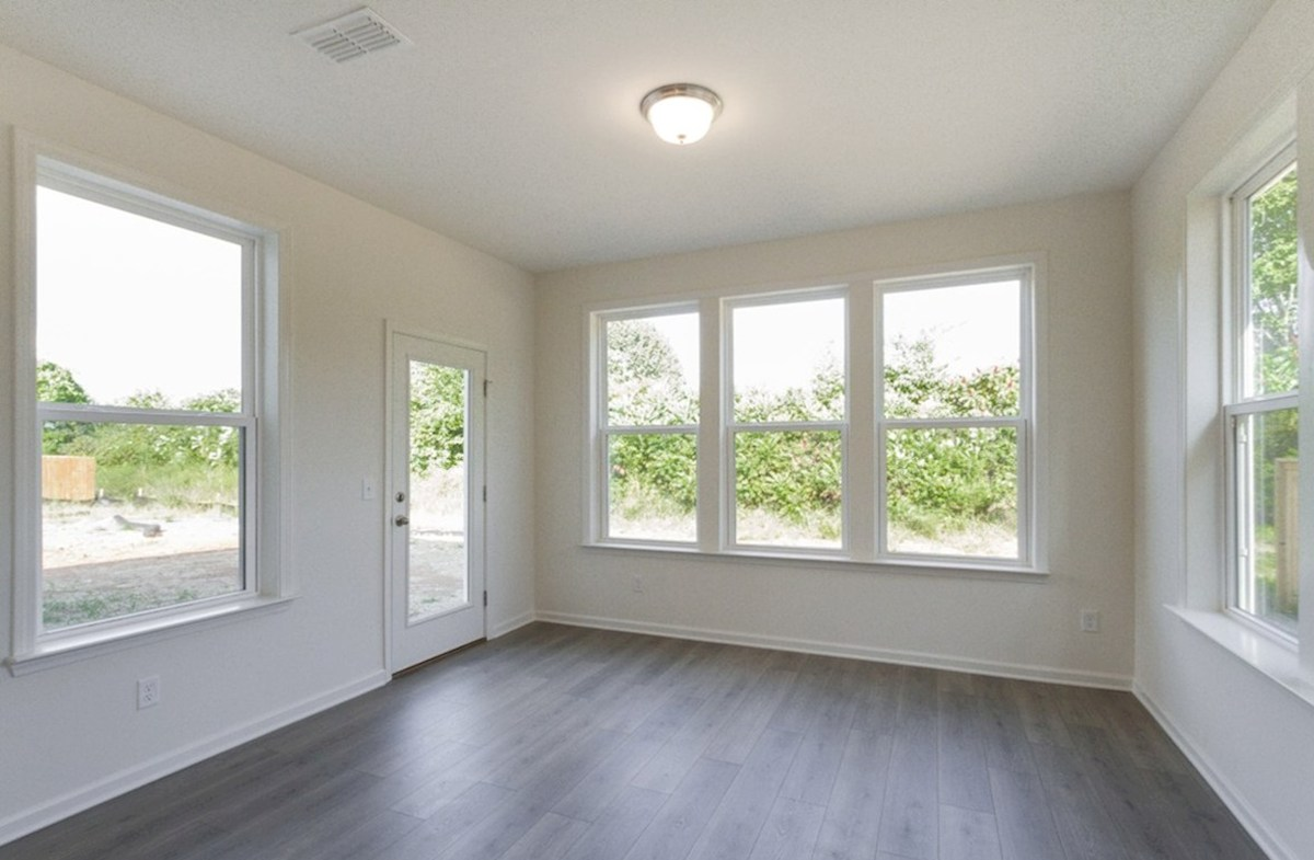 Ashford quick move-in sun-drenched morning room