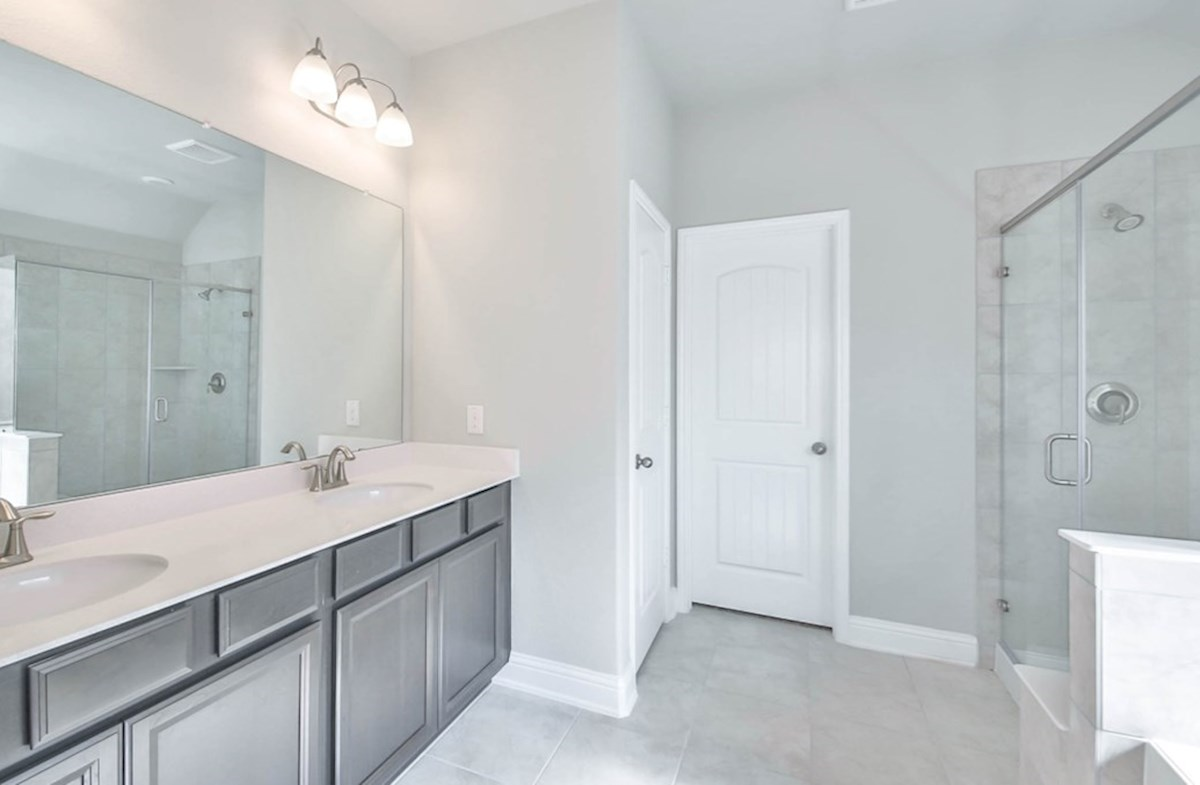 Madison quick move-in master bathroom with garden tub, seperate shower and double sinks