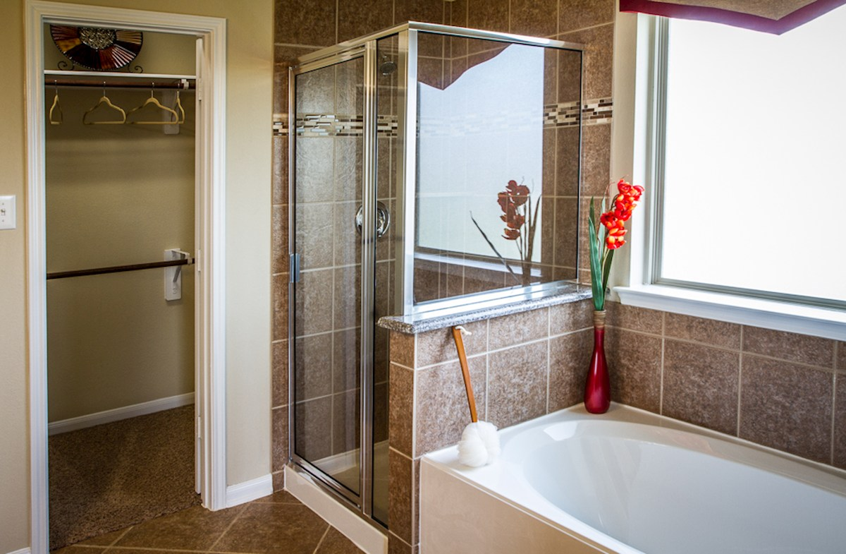 Canyon Lakes West Maddox Choice master bathroom