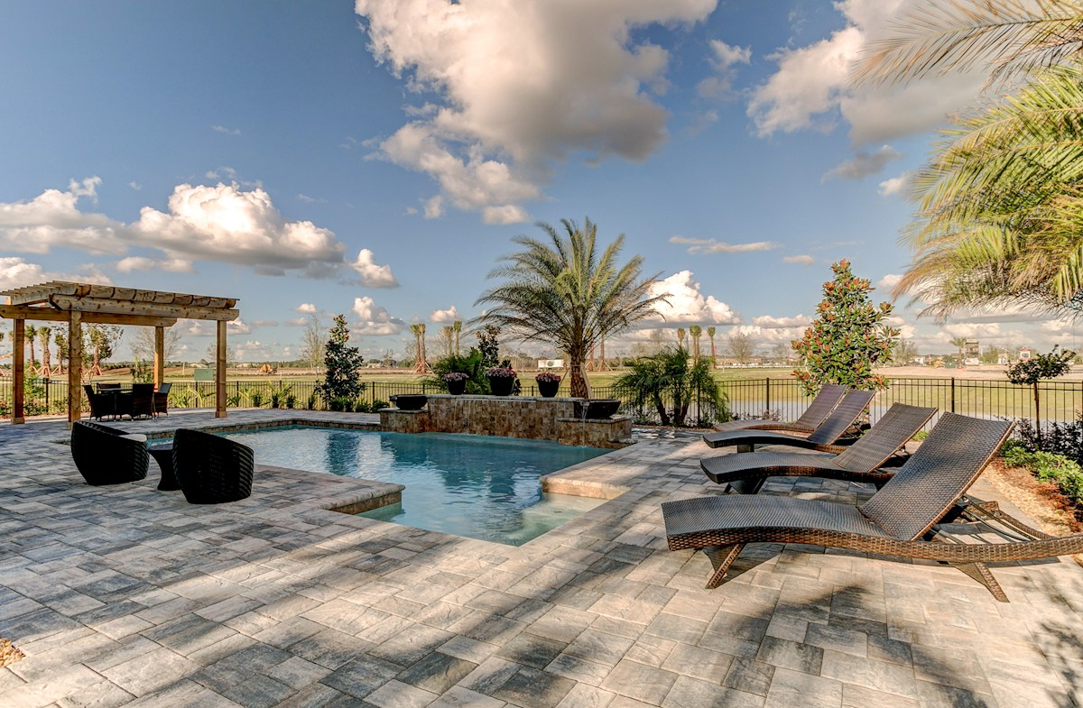 The Reserve at Pradera Captiva Pool with fountain and pavers