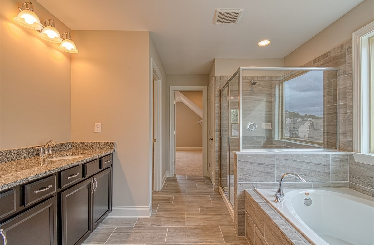 Chandler quick move-in Master Bath with soaker tub