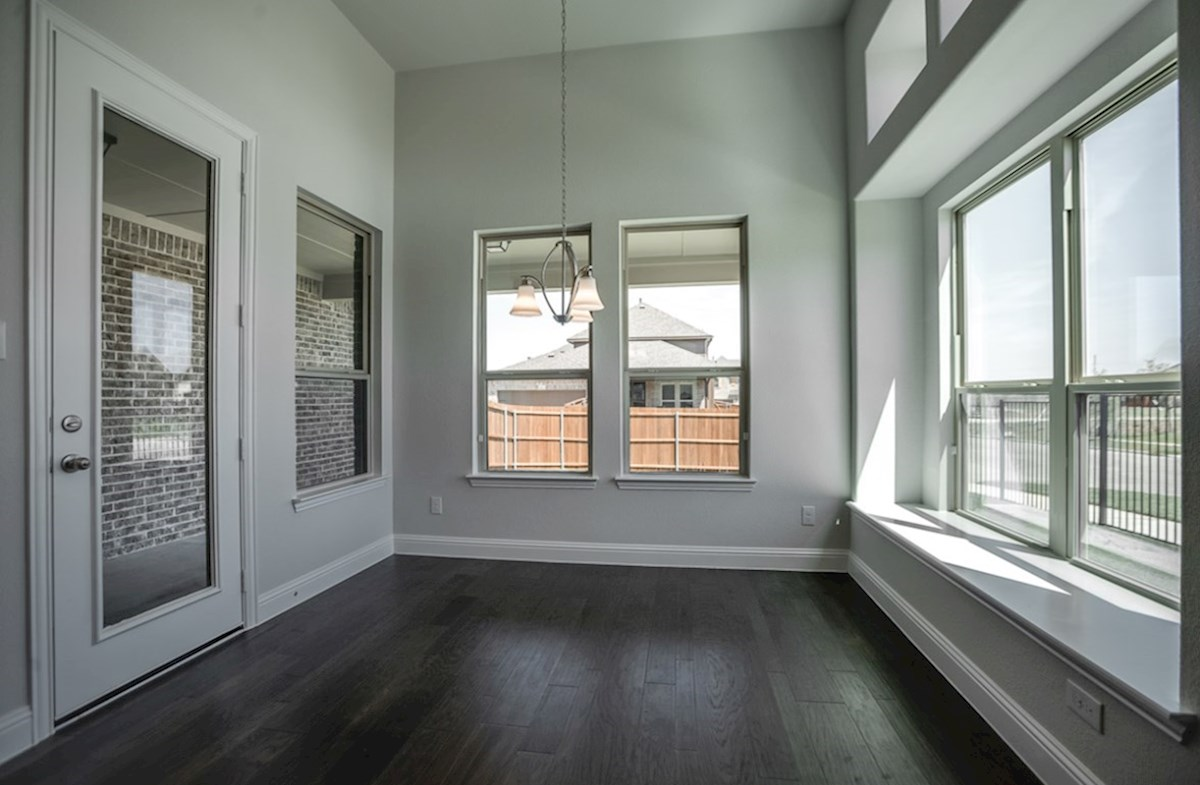 Richland quick move-in breakfast nook with patio door and windows