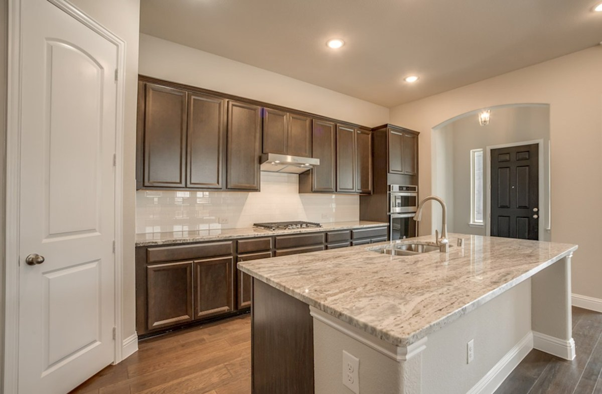 Brenham quick move-in open kitchen with large island