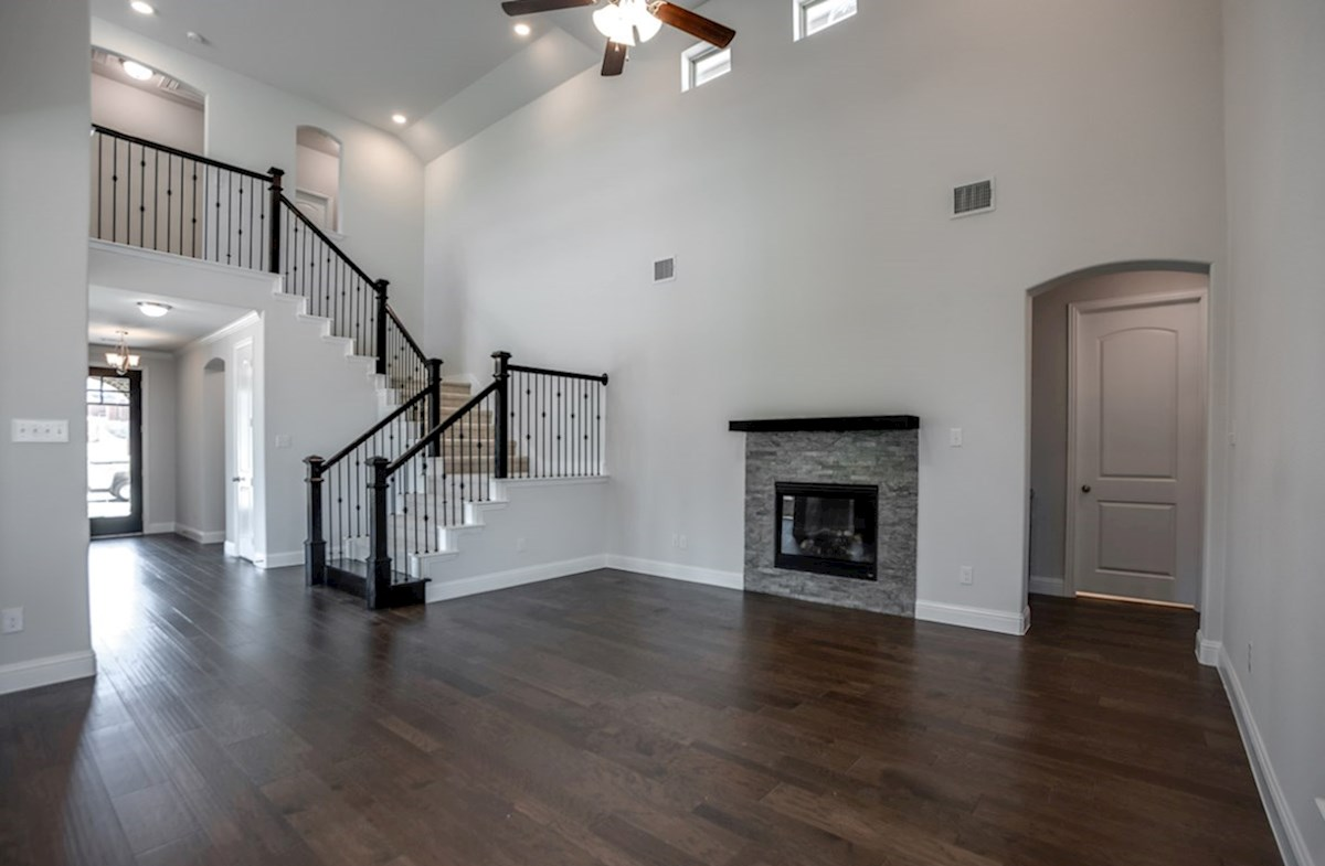 Richland quick move-in open great room with fireplace
