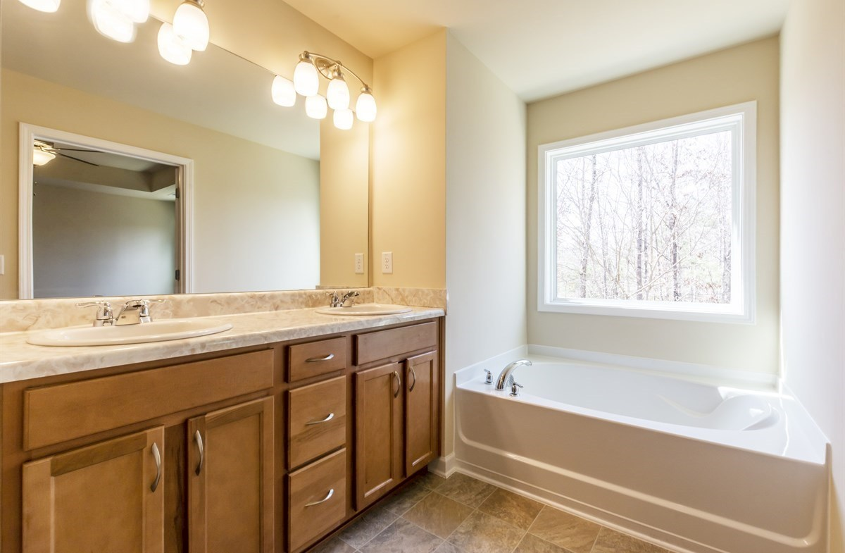 Rabun quick move-in Master Bathroom with dual sinks