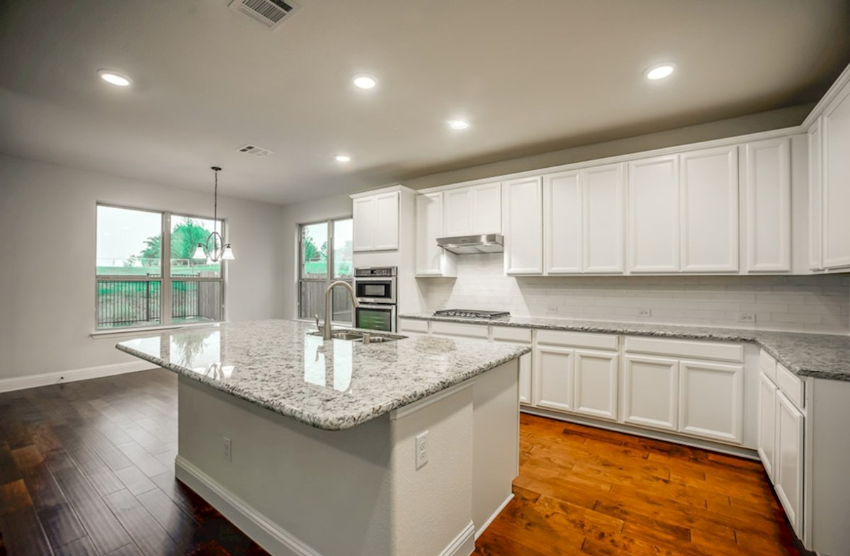 Trinity quick move-in open kitchen with breakfast nook