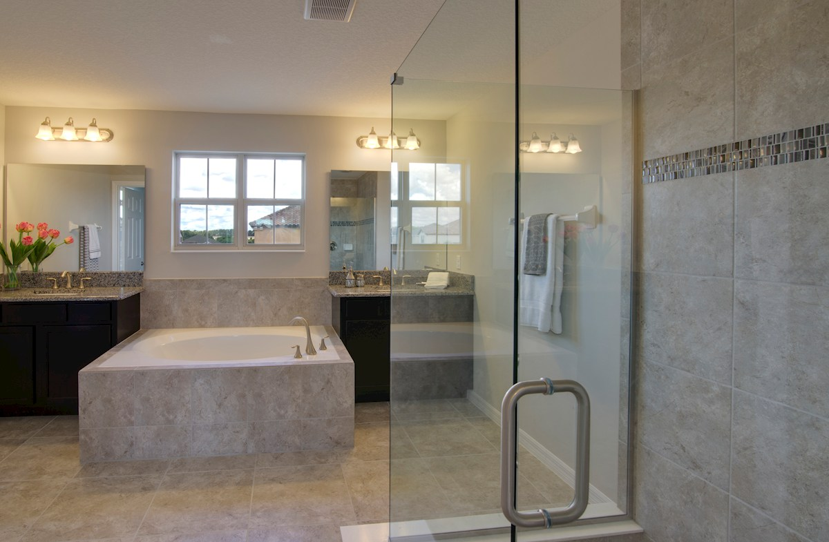 Belle Vie Sequoia II luxurious master bathroom
