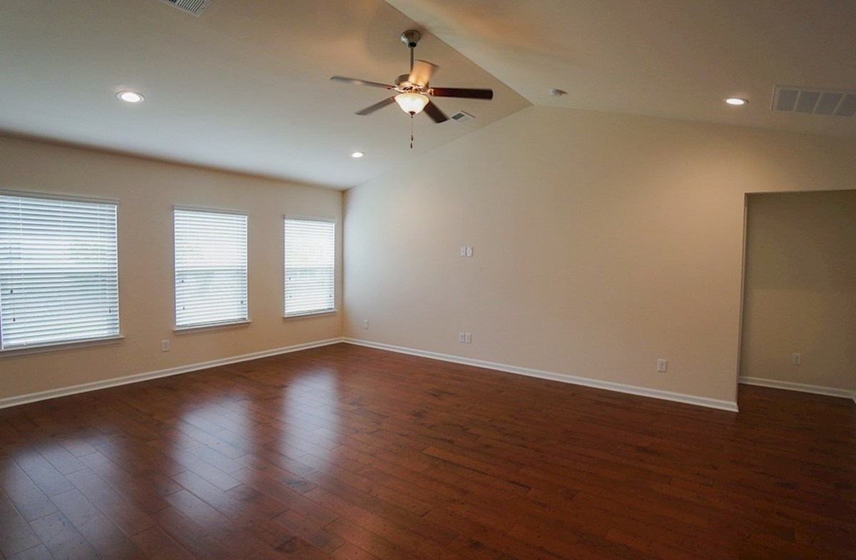 Savannah quick move-in spacious great room