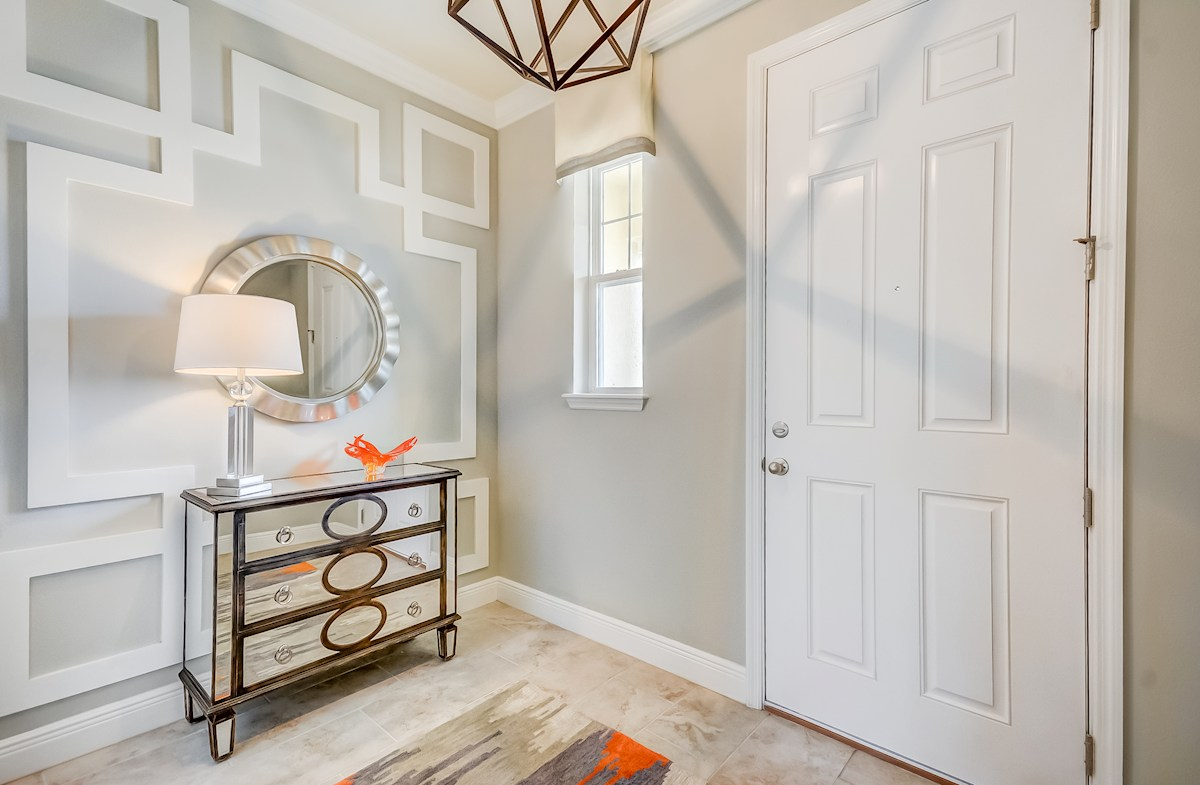 Long Lake Ranch Townhomes Champlain Spacious foyer wth entry table