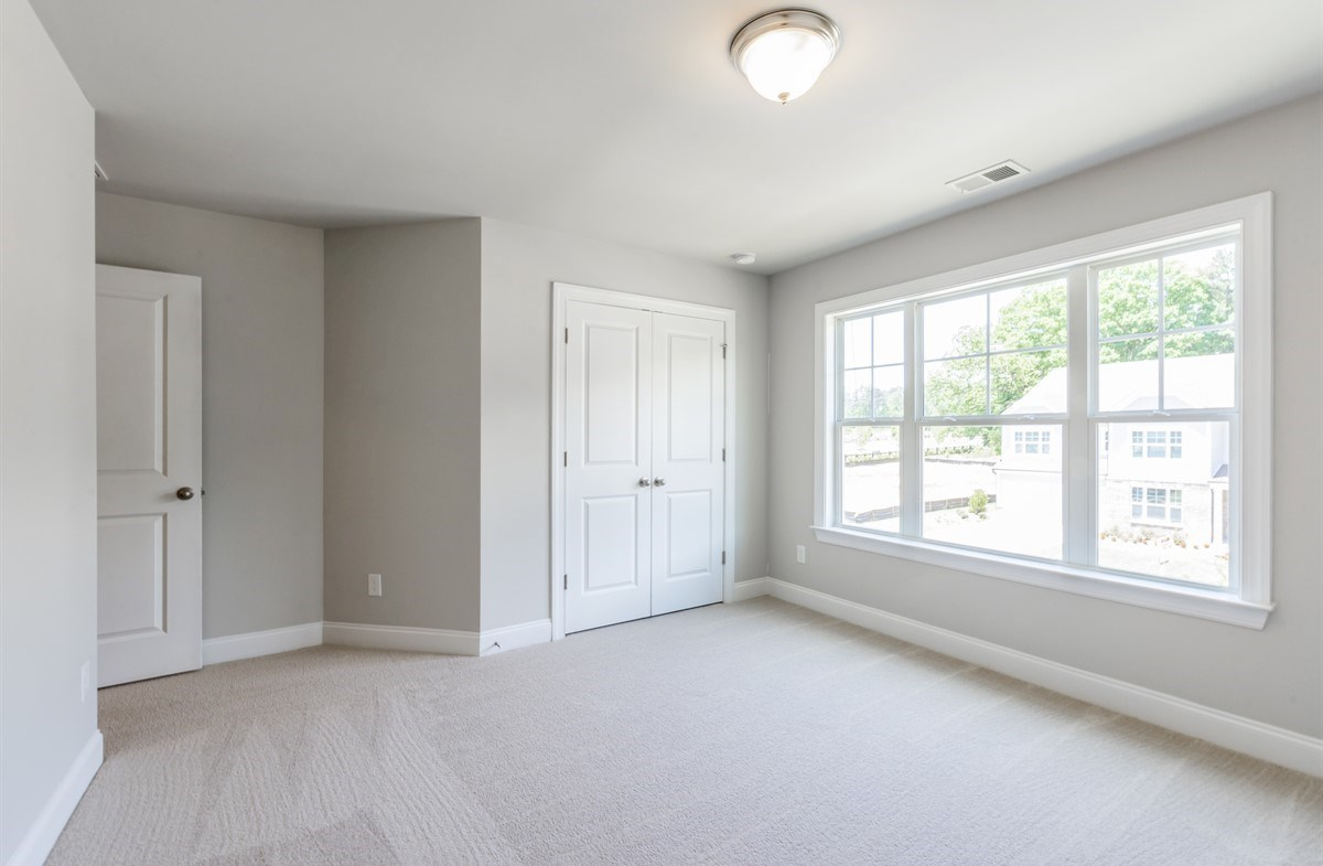 Laurelwood quick move-in Secondary Bedroom with carpet