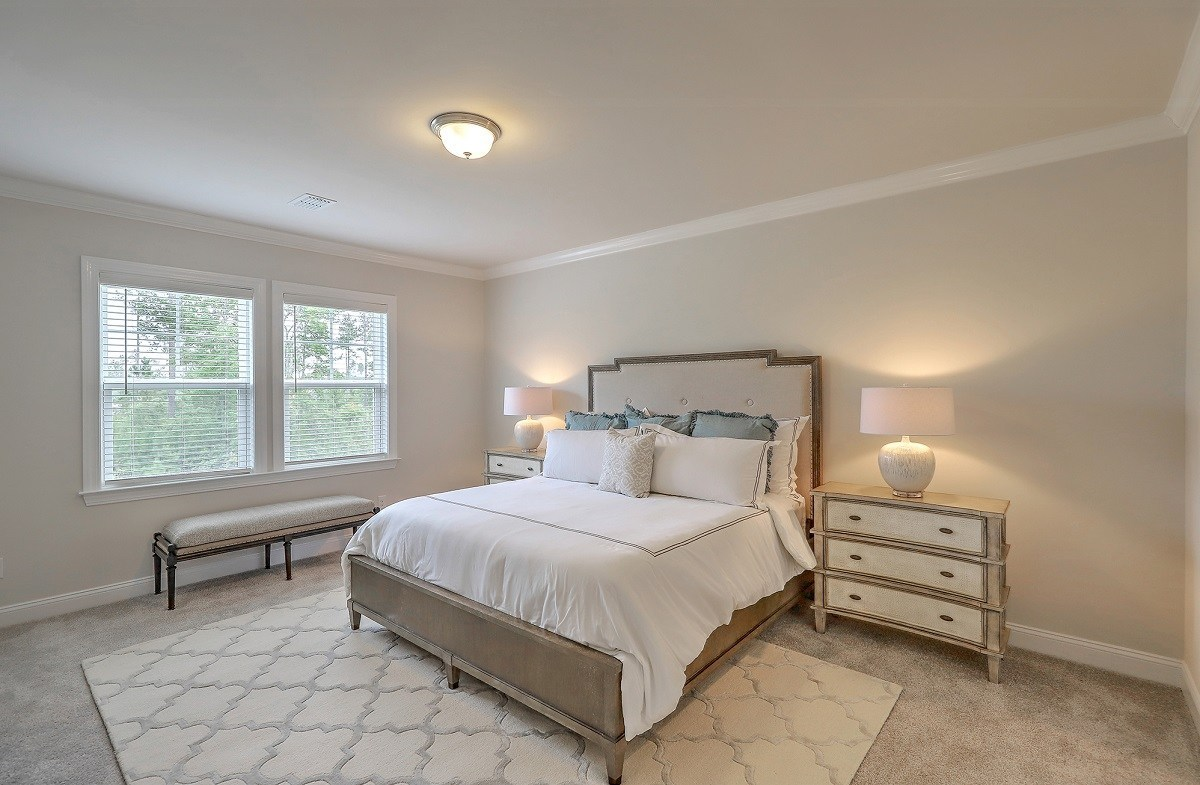 Hunt Club Lincoln spacious master bedroom