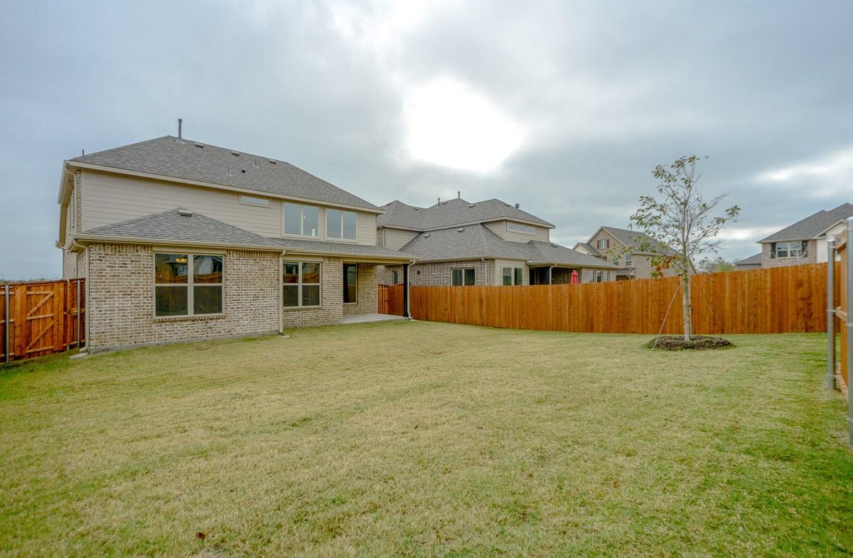 Brookhaven FHL quick move-in grassy backyard