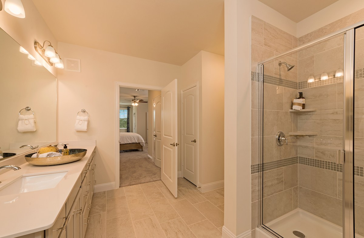 master bath with tile surround