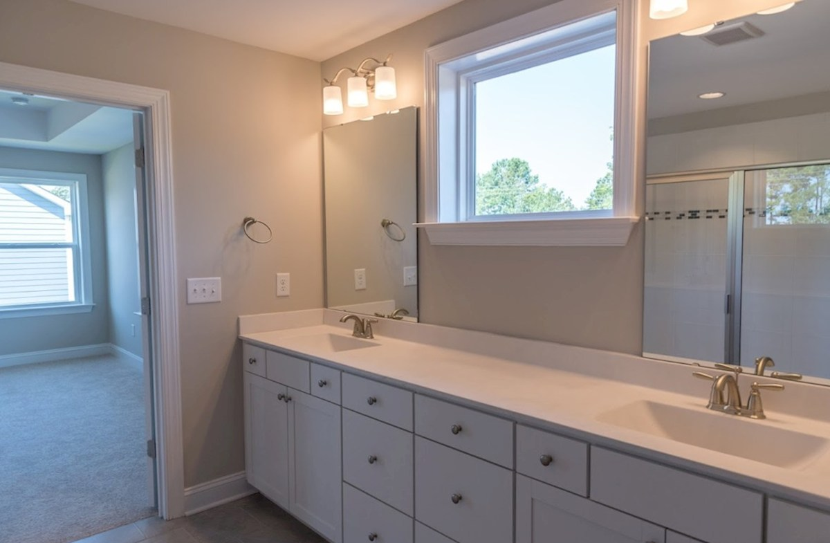 Somerset quick move-in Somerset master bathroom