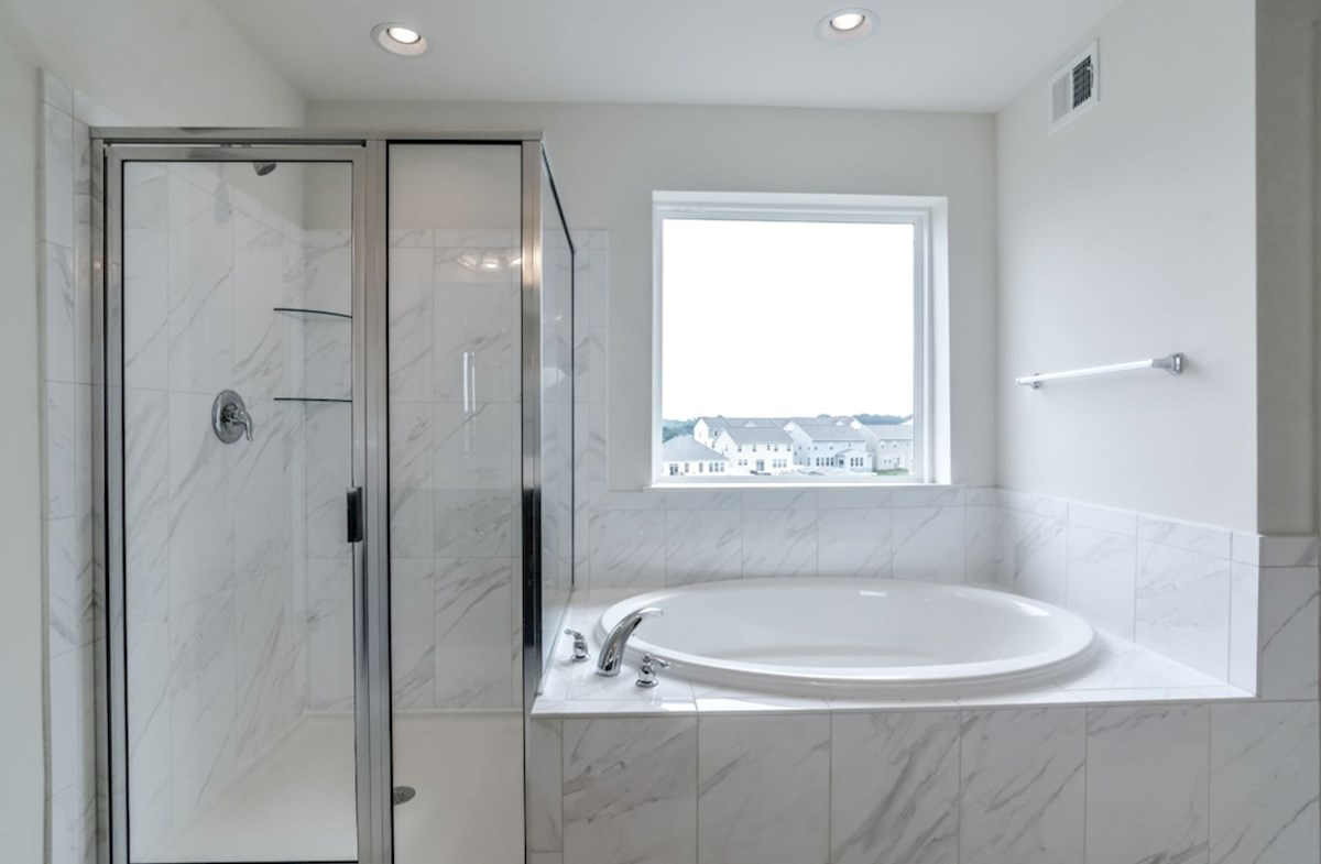 Oxford quick move-in shower and tub