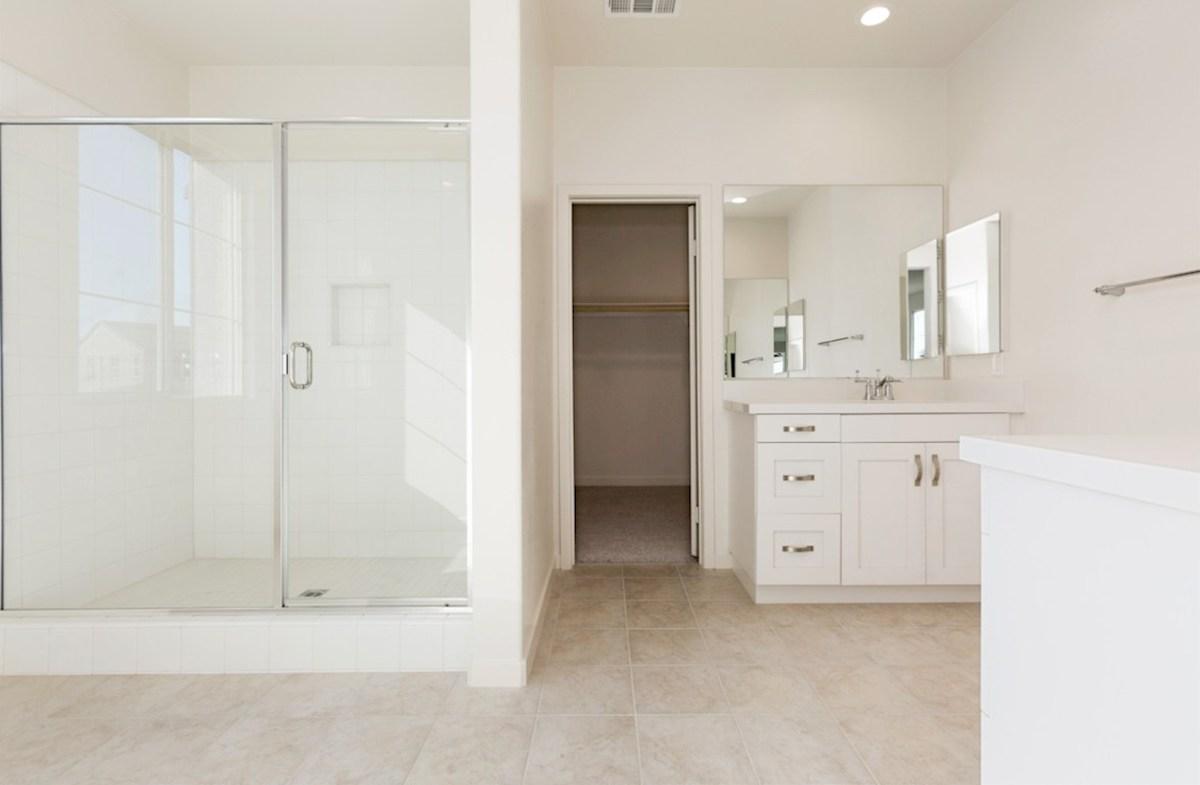 Peony quick move-in luxurious master bathroom