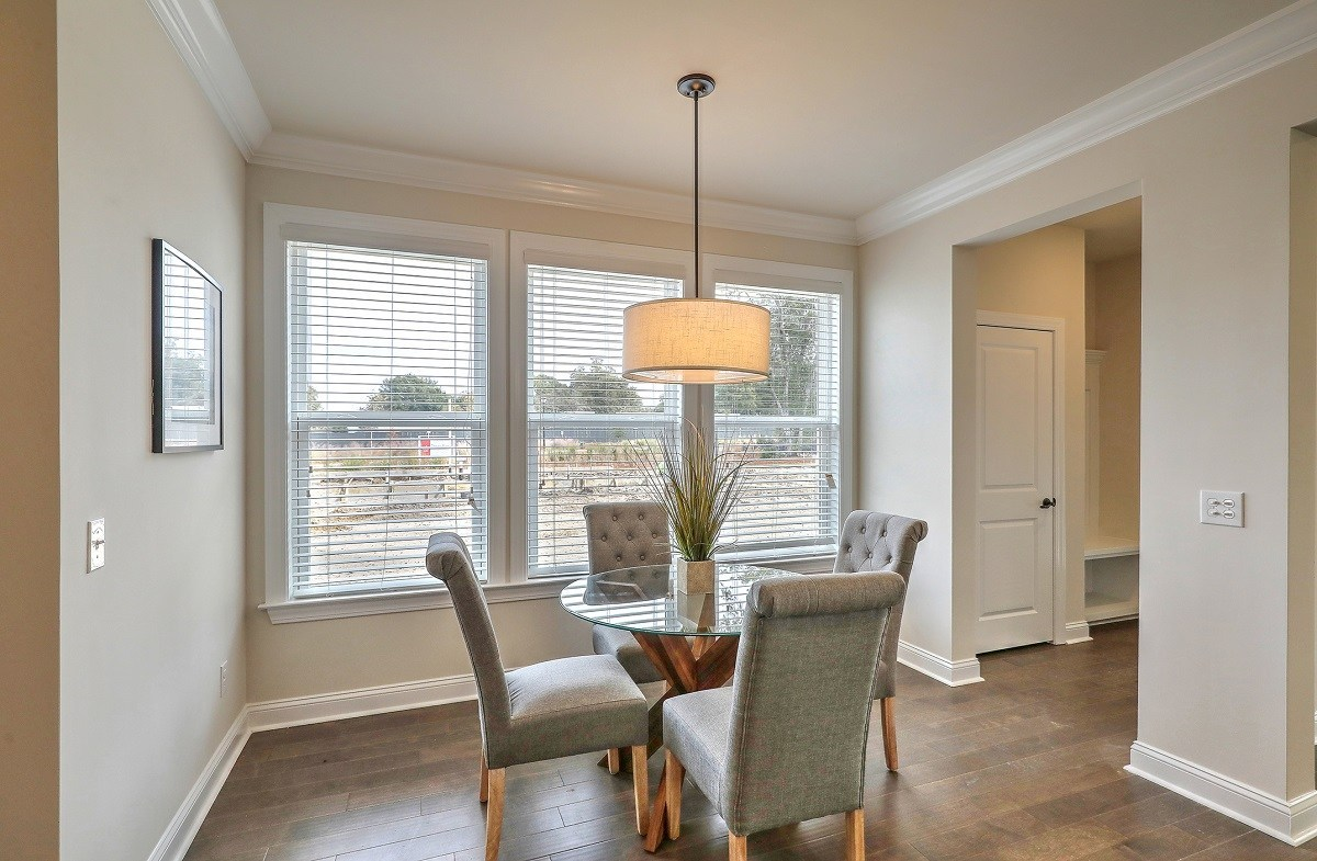 Middleton quick move-in casual breakfast nook