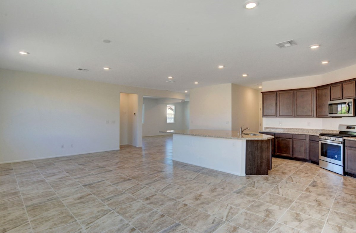 Sienna quick move-in open concept great room