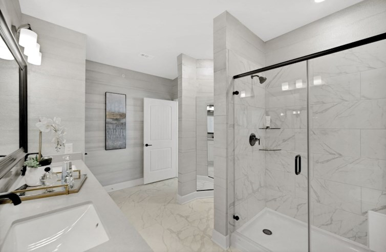Wiltshire primary bath with oversized shower