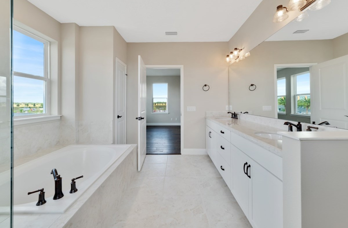 Dogwood quick move-in relaxing master bathroom