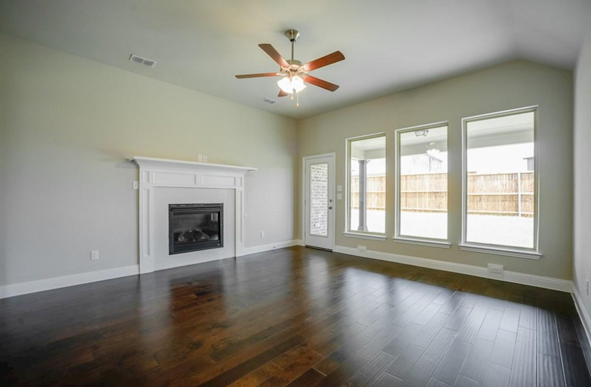 Covington quick move-in Wood floors, high ceilings - great space for entertaining!