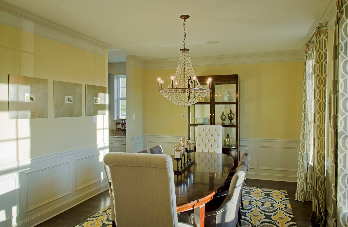 dining with crown molding