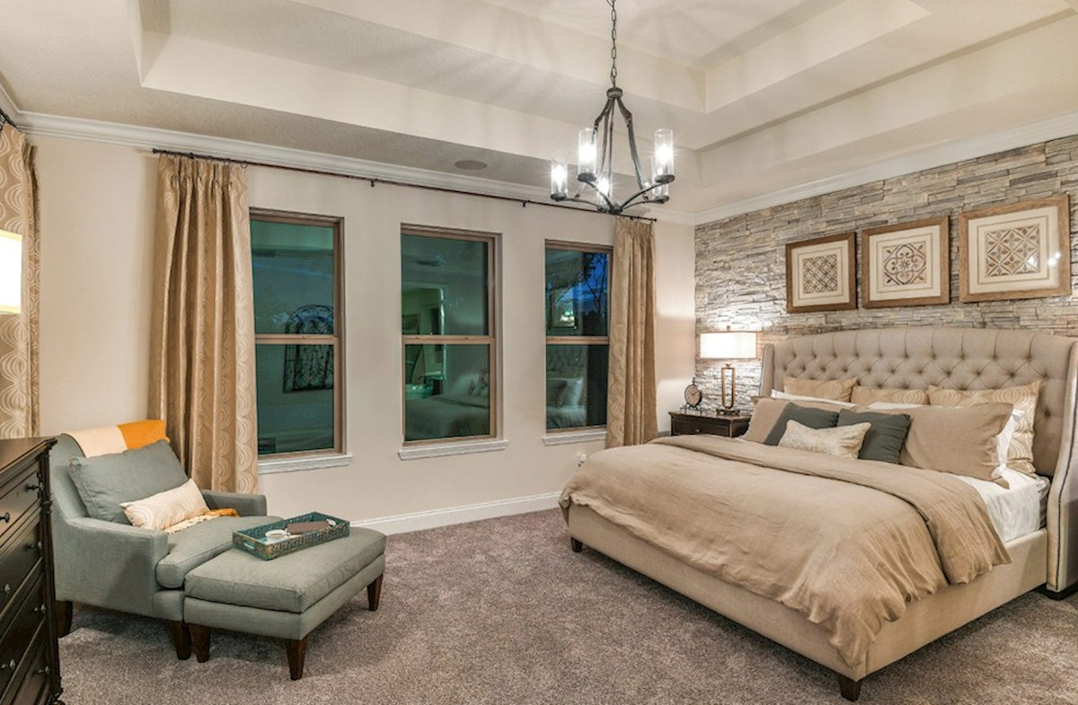 Washington quick move-in relaxing master bedroom