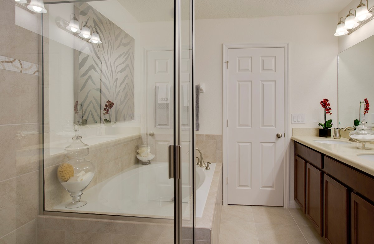 Summerlake Townhomes Richmond luxurious master bathroom
